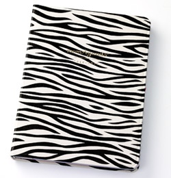 momAgenda Day Planner in Zebra