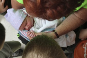 family seeing baby at hospital @dinkergiggles