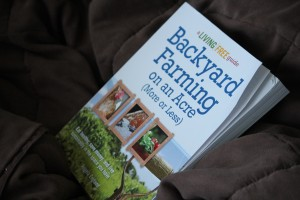 Homesteading Books Inspire Self Sufficient Lifestyle @DinkerGiggles #BackyardFarming #VerticalGardening